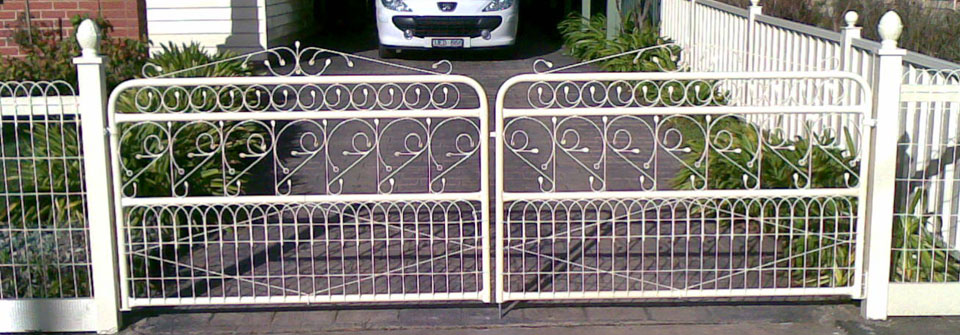 woven-wire-gates